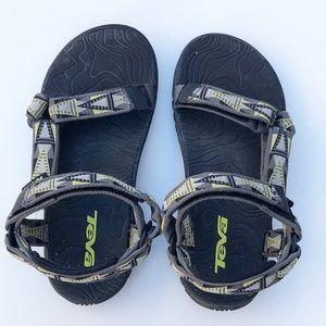 Teva youth hiking sandals. Boy or girl.